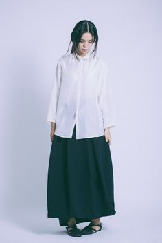 Cream Breeze Silk Squared Collared Button-down Shirt & Black Blue Ring Pleated Maxi Skirt