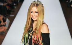 Os diferentes cabelos de Avril Lavigne! - SOS Cabelos - CAPRICHO