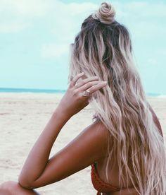 Beachy bun via the salty blonde strand blond, beach hair waves, beach bun, Beach Waves Long Hair, Beach Blonde Hair, Beach Curls, Beachy Hair, Beach Bun, Blonde Bun, Beach Braids, Long Beach, Summer Beach