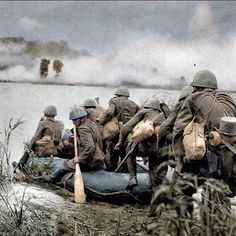 Slovak soldiers prepare to cross Dnieper river, fall 1943 - pin by Paolo Marzioli Ww2 History, Military History, Luftwaffe, American Revolution, Armed Forces, World War Two, Wwii, Division, Pictures
