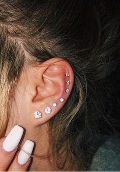 Piercing Face, Pretty Ear Piercings, Ear Piercings Chart, Ear Peircings, Types Of Ear Piercings, Ear Piercings Cartilage, Multiple Ear Piercings, Tragus Earrings, Piercing Tattoo
