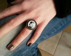 Frida Kahlo ring - Frida kahlo jewelry - Black and white ring - Inspiring ring - Brass adjustable ring - Frida ring jewelry - Statement ring