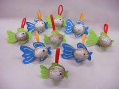 Výsledek obrázku pro vánoční výrobky z papíru Animal Crafts For Kids, Christmas Activities For Kids, Christmas Projects, Diy Crafts For Kids, Kids Christmas, Art For Kids, Xmas Ornaments, Christmas Decorations, Walnut Shell Crafts