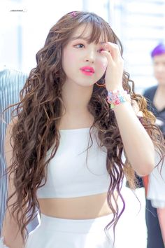Kpop Girl Groups, Korean Girl Groups, Kpop Girls, Cute Curly Hairstyles, Curly Hair Styles, Girl Pictures, Girl Photos, K Pop, Cosmic Girl