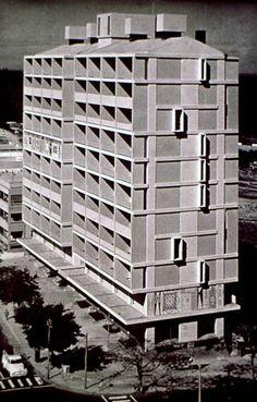 O edifício Tonelli, construído entre 1954 e 1958, da autoria de Pancho Guedes