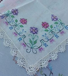 This Pin was discovered by Emi Embroidery Patterns Free, Cross Stitch Patterns, Embroidery Designs, Cross Stitching, Cross Stitch Embroidery, Hand Embroidery, Needlepoint Stitches, Needlework, Chicken Scratch Patterns