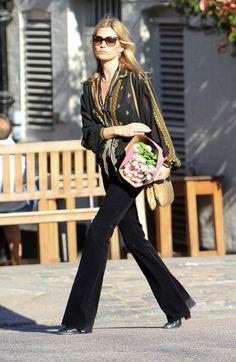 Kate Moss en J Brand http://www.vogue.fr/mode/cover-girls/diaporama/les-looks-de-kate-moss/4541/image/565756#kate-moss-en-j-brand