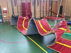 Bobbelbaan - Gebruik de lange mat voor een gave bobbelbaan. Wie is als eerste aan het einde? Kids Gym, Kids Sports, Classroom, School, Class Room