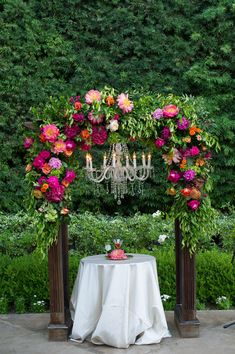 For the Spring/Summer 2018 issue, Ceremony featured this vibrant wedding at Franciscan Gardens. Luxe Linens decorated the gorgeous vibrant tables that completed the Spanish look. Summer Wedding Centerpieces, Reception Table Decorations, Wedding Decorations, Wedding Altars, Wedding Ceremony, Wedding Arches, Franciscan Gardens, Thailand Wedding, Wedding Playlist