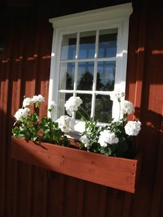 L a n t l i f: Blomlådorna - - Red Cottage, Cozy Cottage, Small Wooden House, Country Home Exteriors, Secret House, Swedish House, Garden Types, Interior Garden, Cottage Design