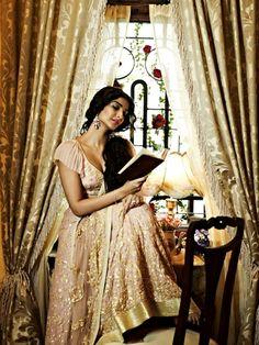 #Sonam #Kapoor Looks Ravishing in Sheila Khan's Creations