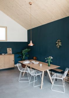 Plywood Table Designs For Your Dining Room Pared Color Salmon, Dining Room Inspiration, Interior Inspiration, Home Living, Living Spaces, Pantone Azul, Home Interior Design, Interior Decorating, Sweet Home