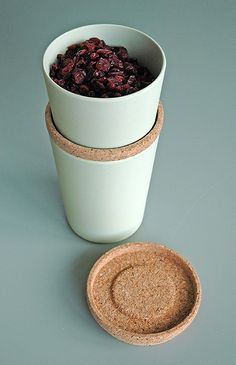 STORE & STACK. Cansiters. design Margriet Foolen. Based on biodegradable bamboo fiber and corn starch. Lid from cork