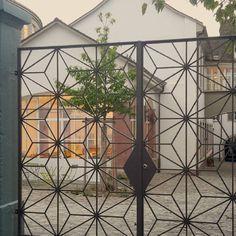 #Basel #schweiz #binterhof #klybasel #altstadt #eisengitter #eisentor #art #renovation #kunst #architektur #architecture #morning #morgens