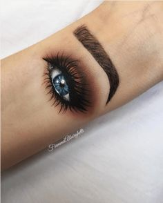 People Are Now Doing Hand Makeup And It's Actually Mesmerizing: We've all learned a very important lesson here today. Be the smoky eye you wish to see in the world.