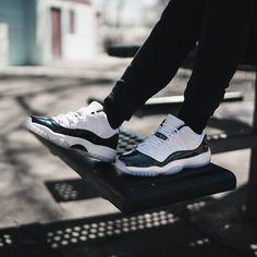 Release Date : March 31, 2018 Air Jordan 11 Low « Iridescent » Credit : KicksUSA