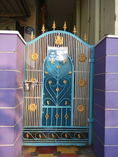 House Main Gates Design, Front Gate Design, Iron Fence Gate, Porch Gate, Sheet Metal Tools, Grill Gate, Grill Door Design, Wrought Iron Doors, Front Gates