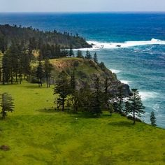 From one island to another. Beautiful Norfolk Island located in the Pacific Ocean; an island steeped in history and waiting to be explored.  Landscape  #wonderful_places #beautifuldestinations #colors_of_the_day #awesomedreamplaces #discoverglobe #lifeofadventure #liveoutdoors #wildernessculture #discoverearth #goneoutdoors #welivetoexplore #epicexploring #awesomeglobe #fantastic_earth #awesomeearth #earthpix #travelawesome #bestvacations #ourplanetdaily #earthfocus #travellingvibe…