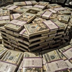 Can you guess the amount? Tag a friend! From ideas Rich Money, My Money, Money Tips, Earn Money, Make Money Online Now, Make Money From Home, How To Make Money, Mega Millions Jackpot, Money Pictures