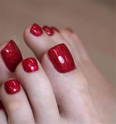 Creative Ideas for Red Acrylic Nails Designs - Beautiful nail art Glitter Toe Nails, Acrylic Toe Nails, Metallic Nails, Acrylic Art, Pretty Toe Nails, Cute Toe Nails, Fancy Nails, Red Nail Designs, Acrylic Nail Designs