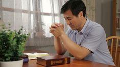 """de Kemu, Coreea de Sud""""Îți mai spun o dată – nu-mi mai vorbi de lucrurile alea despre Dumnezeu, și-ți interzic să mai ai vreo legătură cu acei credincioși în Dumnezeu. Dacă văd că i-ai contactat din nou, am să-ți sfărâm telefonul!""""""""De ce? De ce stai în calea credinței mele?"""", a întrebat soția mea, plină de confuzie.""""De ce? Pentru binele tău și pentru binele familiei noastre. #Iisus #Sfanta_Biblie #rugăciune #salvare #creştinism #Evanghelie #bible_versuri #Creatorule The Descent, To My Mother, Cristiano, Faith In God, Sick, Believe, Prayers, Encouragement, Lord"""