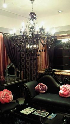 gothiccharmschool:  Why doesn't my living room look like this? Why? pigtailsandcombatboots:  dreamingviolet:  annachronique:  candy-injection:misswonderlandxo:pearmaiden   I want to live here.