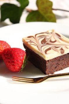 バレンタインに☆リッチな生チョコケーキ 小麦粉を加えないので、しっとりとして、生チョコのようなケーキです。マーブル模様で可愛くおめかし❤(5/1、手順改正)