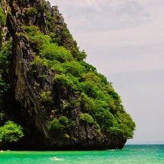 # #nature #letsgosomewhere #adventures #backpackingpr #fotografiandopr #prvive #whateverpuertorico #wonderful_places #inmesionpr #betheadventure #vscogrid #paradisepr #loves #welltravelled #explore #explorenature #vacation #instasize #puertorico #gopro #vscom #quehaypahoypr #somewhereinpr #liveoutdoors #city #swan #tokyo #travel #jacket by ghosttn1