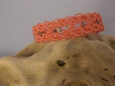 bracelet micro macramé corail et perles rocailles grise : Bracelet par les-creations-du-sud