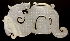 Han dynasty dragon pectoral ornament with surface covered by raised nipples… History Chanel, Chinese Element, Antique Jade, Traditional Fashion, Ancient China, Tribal Jewelry, Tribal Art, Chinoiserie, Dragons