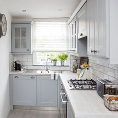 Find Cool L-Shaped Kitchen Design for Your Home Now! Need ideas for l-shaped kitchen design?Find here Small L Shaped Kitchens, L Shaped Kitchen Designs, Beautiful Kitchen Designs, Kitchen Layout L Shaped, Small Space Kitchen, Kitchen On A Budget, Small Spaces, Kitchen Ideas In Grey, Kitchen Planning