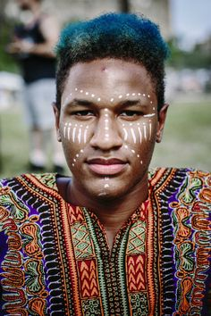 28 Portraits That Prove Afropunk Is The Most Stylish Festival On Earth – – Body Painting Pintura Tribal, Tribal Paint, Tribal Face Paints, African Tribal Makeup, African Beauty, African Face Paint, Lion King Costume, Kreative Portraits, Festival Make Up