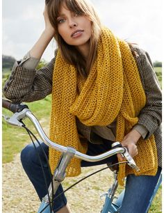 Norah sjal Catalogue, Madame, Plaid Scarf, Winter Outfits, Scarves, Knitting, Ajouter, Diy, Crochet