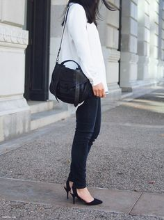 love this lady and her style Fashion Now, Fashion Beauty, Girl Fashion, Fashion Outfits, Fashion Trends, Fashion Clothes, Street Style, Street Chic, Passion For Fashion