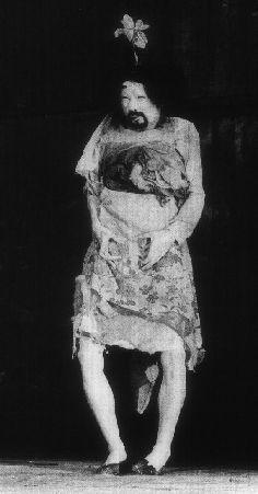 """A Girl"" – Creepy and Haunting performance by Tatsumi Hijikata La Danse Macabre, Dance Art, Japan Art, Old World, Creepy, Japanese, Statue, Chandeliers, Horror"