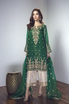 Glam up with the classic gota outfit with opulent pearl detailing, complimented . by Couture Shadi Dresses, Pakistani Formal Dresses, Pakistani Dress Design, Indian Dresses, Pakistani Mehndi Dress, Pakistani Fashion Party Wear, Pakistani Wedding Dresses, Pakistani Outfits, Indian Fashion
