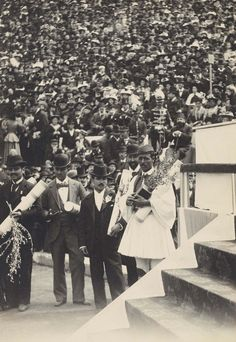 Vintage Photos Of The First Modern Olympics Show That Sports Are Timeless. Award ceremony for the Olympic Marathon winner, Greek Spyros Louis. 1896 Olympics, Olympic Marathon, Art Articles, Olympic Games, Athens, Vintage Photos, Greece, Dolores Park, The Past