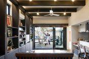 自然とともに鎌倉の空気感を感じられる家にしたいと考えた建築家の石井さん。2階はガラスで囲い、方形屋根をかぶせるというアイデアを考えた。