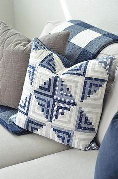 Welcome back! A little house update. : narrow log cabin pillow cover – coordinate with lap quilt on couch Patchwork Log Cabin, Log Cabin Quilt Pattern, Log Cabin Quilts, Log Cabins, Colchas Quilting, Quilting Projects, Quilting Designs, Patchwork Cushion, Quilted Pillow