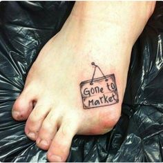 Wow I wonder if the other piggies know what happened. Lol that is an awesome person #funnytattoo