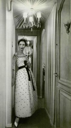 Model wearing Christian Dior, 1958. I miss the days of modesty concerning modeling. This pic is beautiful.