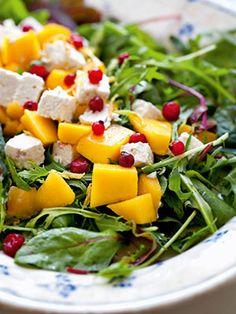 Salat med mango, feta og ribs