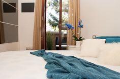 Camera da letto con il balcone