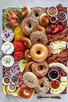 Breakfast Platter, Breakfast Bagel, Perfect Breakfast, Charcuterie Recipes, Charcuterie Board, Brunch Recipes, Breakfast Recipes, Brunch Food, Brunch Party