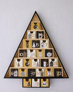 Calendrier de l 39 avent en bois nordic g om tric noir blanc et or calendrier de l 39 avent - Calendrier de l avent en bois cultura ...