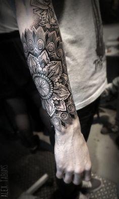 Tatto Ideas 2017 Tatouage Mandala Dotwork sur Bras Homme Tattoo LifeStyle