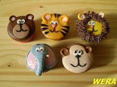 muffiny zvířátka čumák z piškotu, hnědé čoko kuličky, oči marcipán s tmavou tečkou...