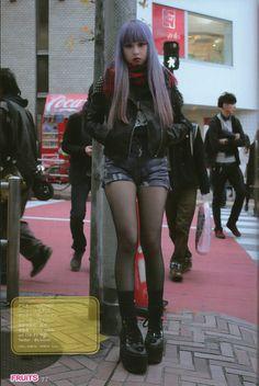 She looks so cool Asian Street Style, Tokyo Street Style, Japanese Street Fashion, Tokyo Fashion, Harajuku Fashion, Korean Fashion, Visual Kei, Alternative Girls, Alternative Fashion