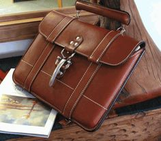 Skytop System Laptop Case Authentic American head-turner, this satchel-style… Leather Briefcase, Leather Laptop Case, Laptop Briefcase, Laptop Bags, Satchel, Crossbody Bag, Leather Projects, Leather Accessories, Leather Handbags