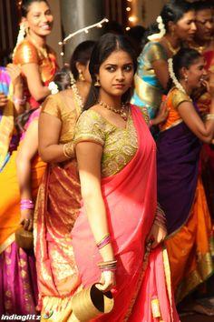Keerthi Suresh Photos: Hot & Sexy Pics of Telugu actress Beautiful Girl Indian, Most Beautiful Indian Actress, Beautiful Saree, Indian Beauty Saree, Indian Sarees, Indische Sarees, Beautiful Bollywood Actress, Beautiful Actresses, Elegant Saree